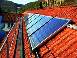 Instalace kolektoru Solarius WaterEn ergy pro teplovodni solarni ohrev